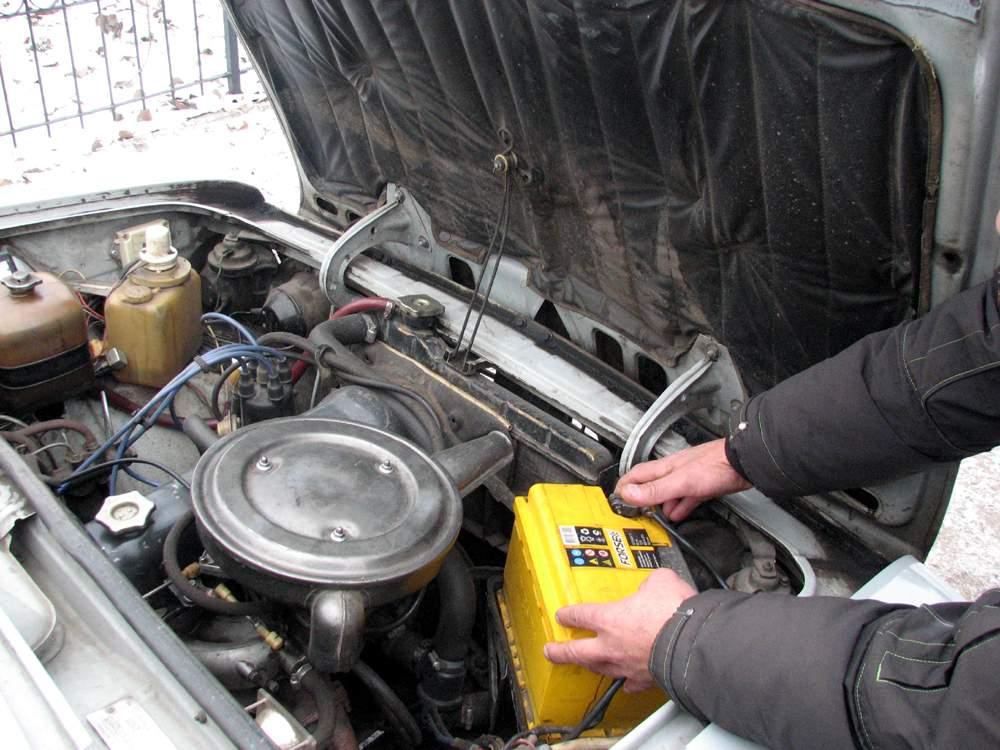 Фото установка аккумулятора на ВАЗ
